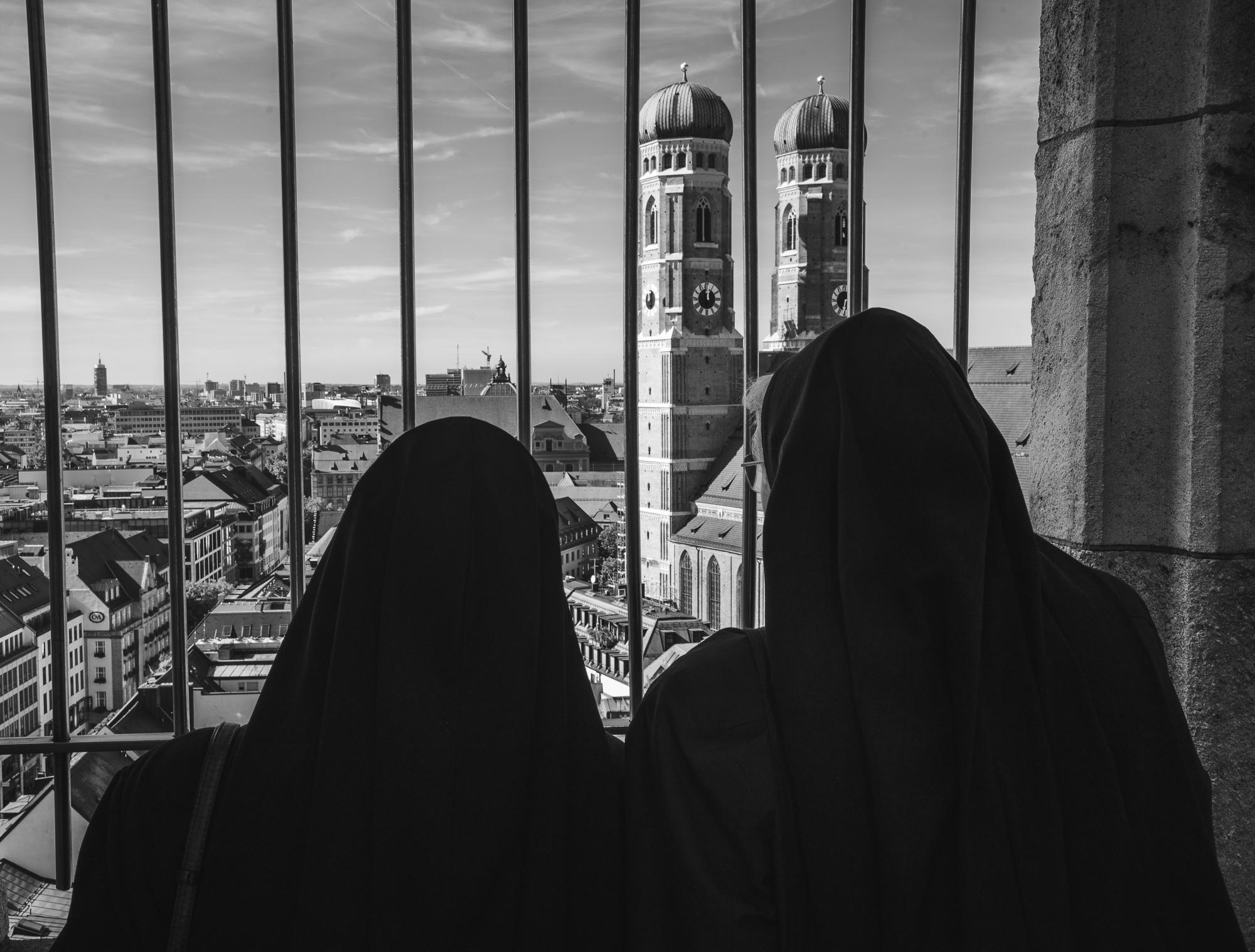 Nuns over Munich