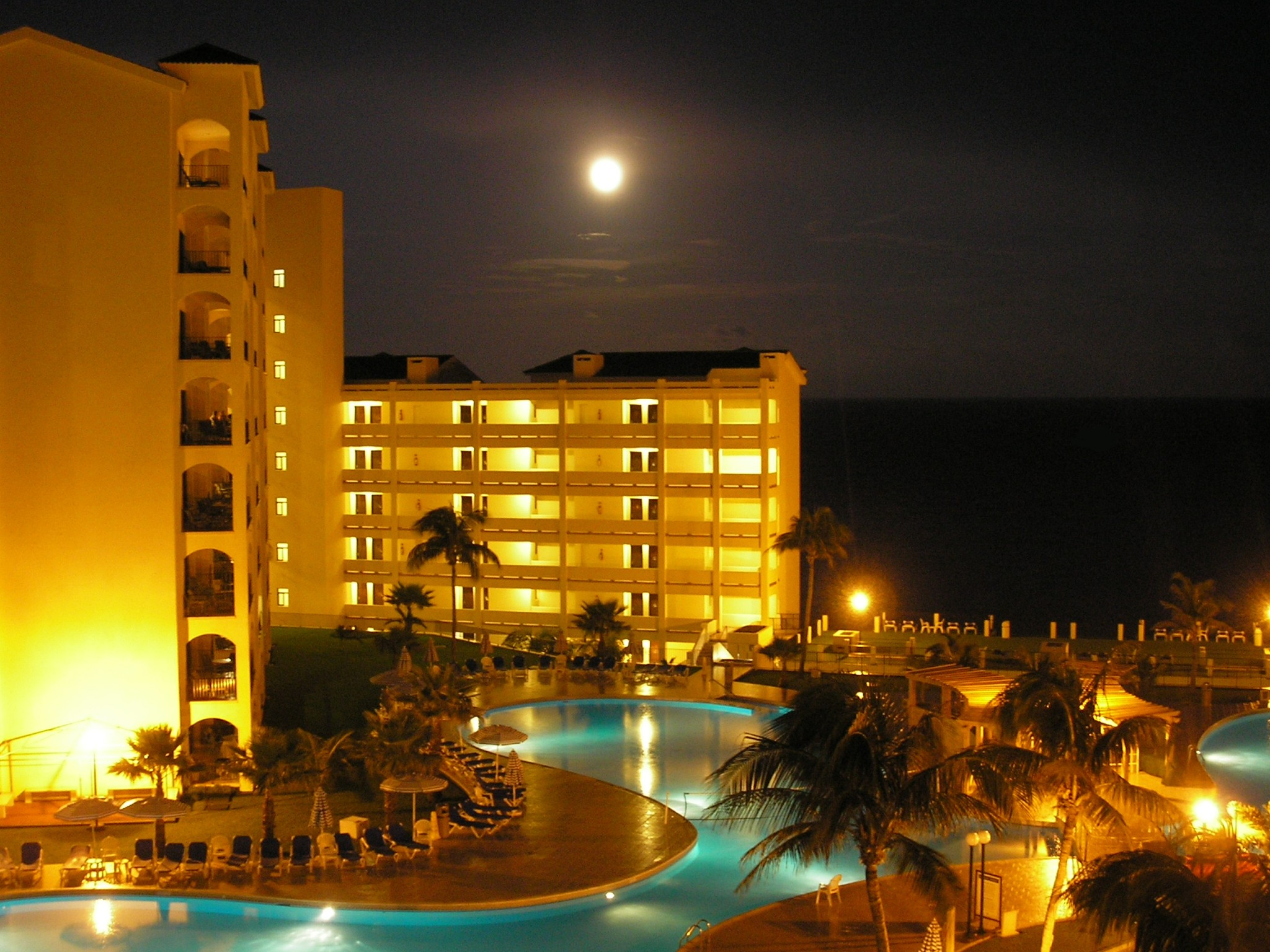 Moon over Royal Caribbean Hotel
