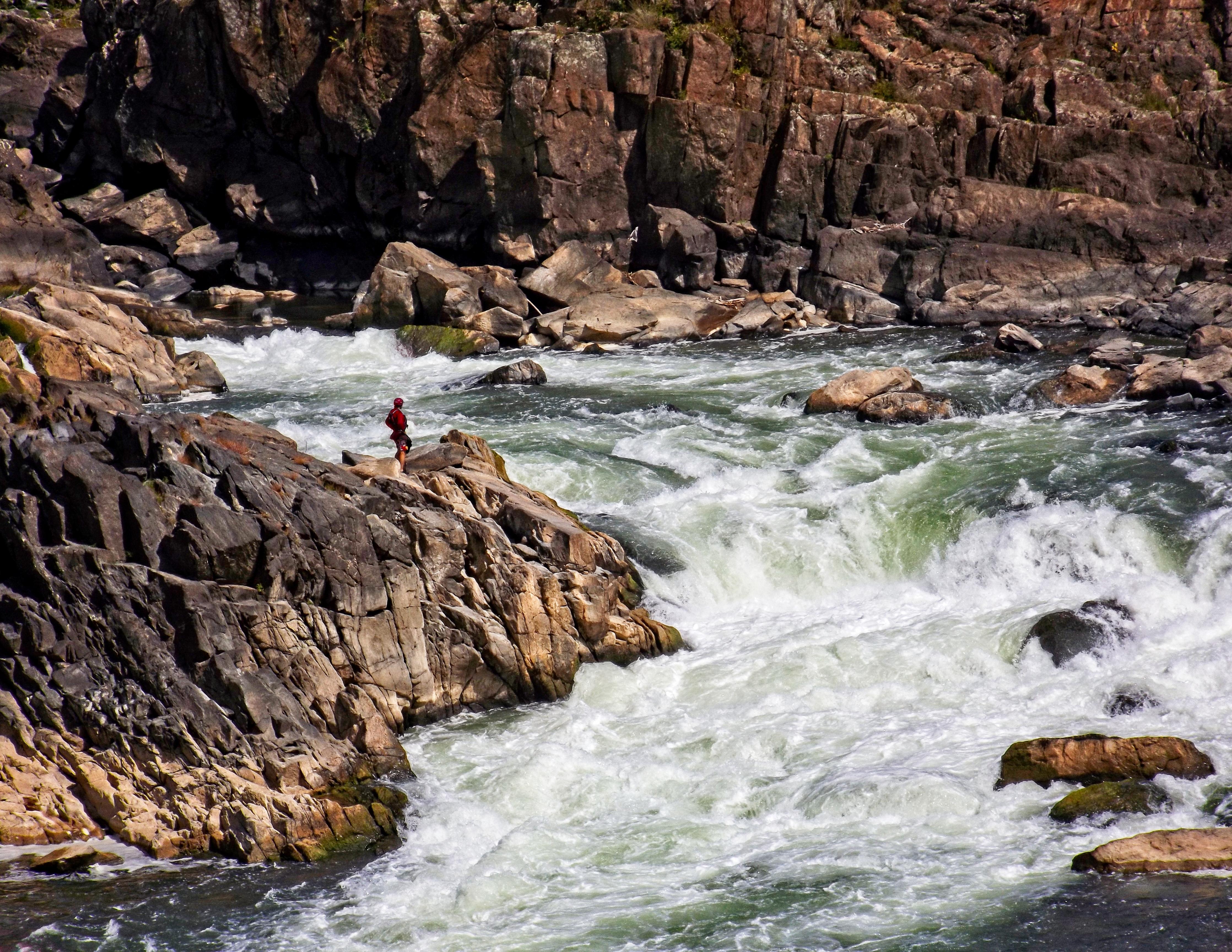 Kayaker at Great Falls, VA; ISO 64, 1/640; f/ 5.9